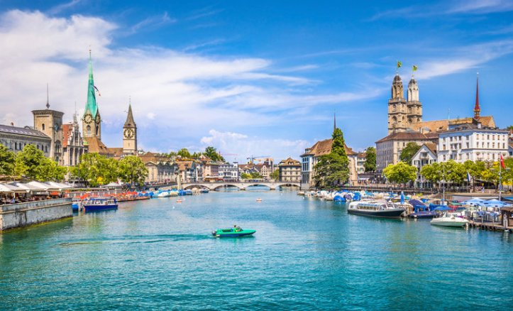 switzerland-zurich-panoramic-view-fraumunster-grossmunster-chruches-limmat-lake-_c_canadastock-shutterstock_319406804-11e34